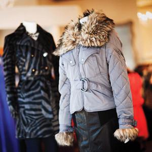 Стильные куртки с элементами из искусственного меха